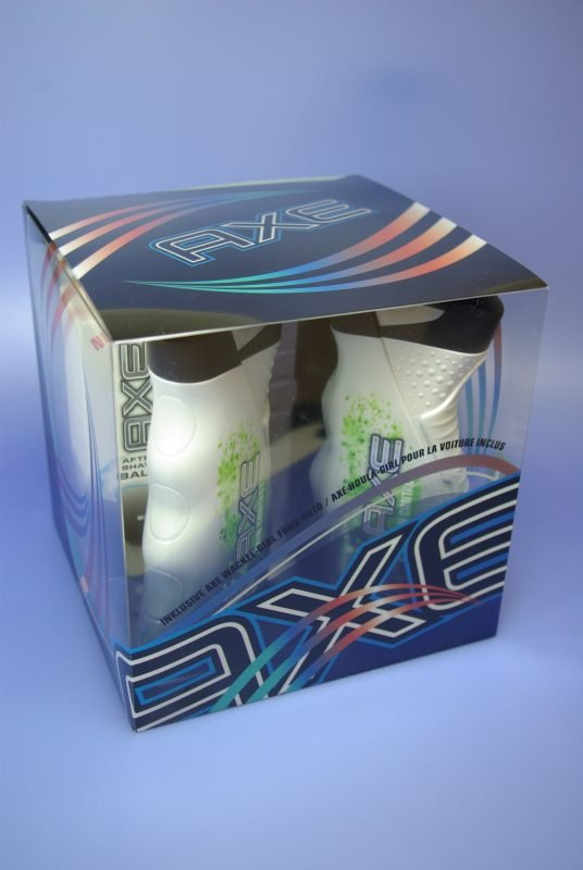 a patterned cube acetate box for a deodorant and showergel set.